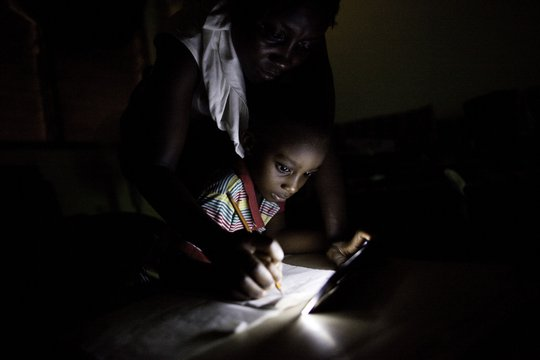 bring light with an energy-efficient solar lamp
