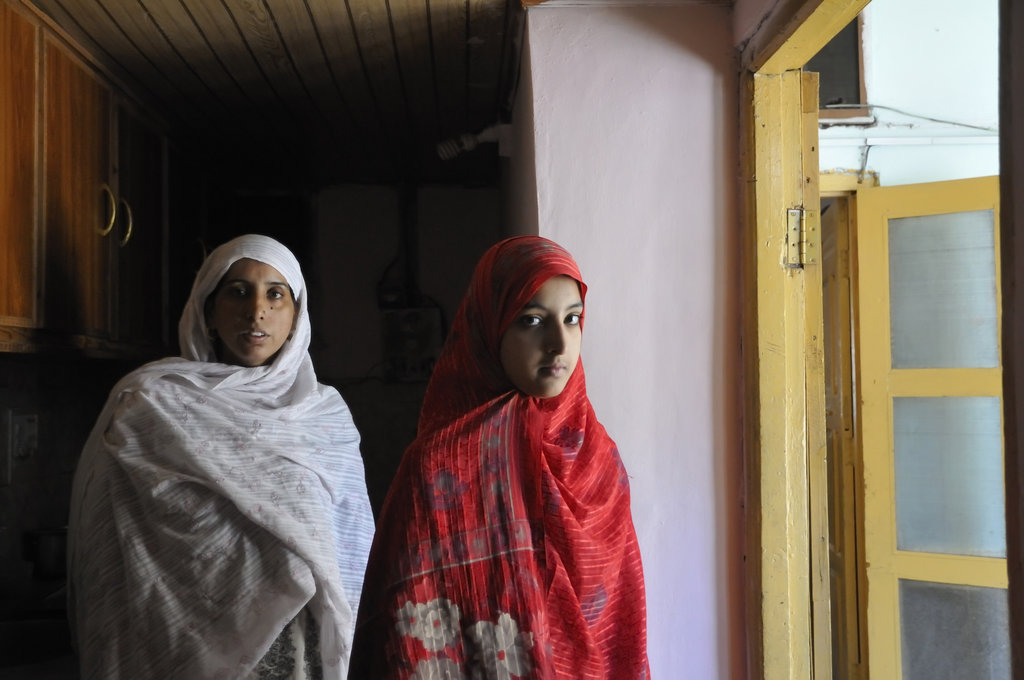 Momina and her mother. Photo: RedR/Usman Ghani