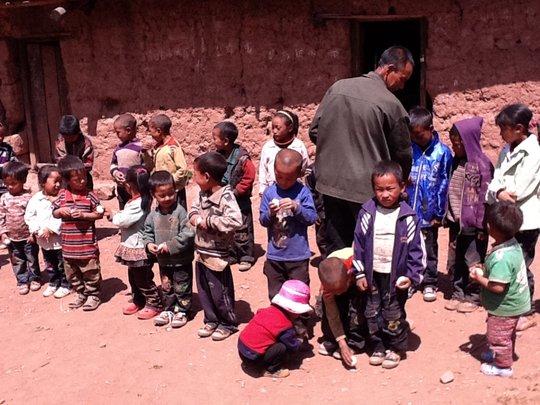 Distributing eggs
