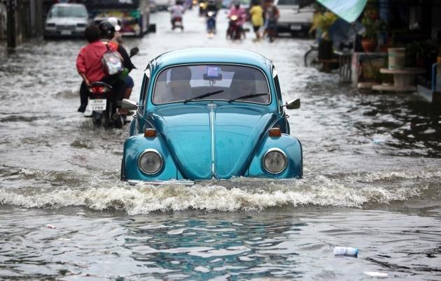 Ratchaburi flood with crocodiles on the loose