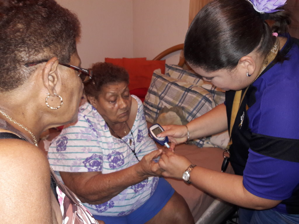 Participant & nurse (how to use glucose equipment)