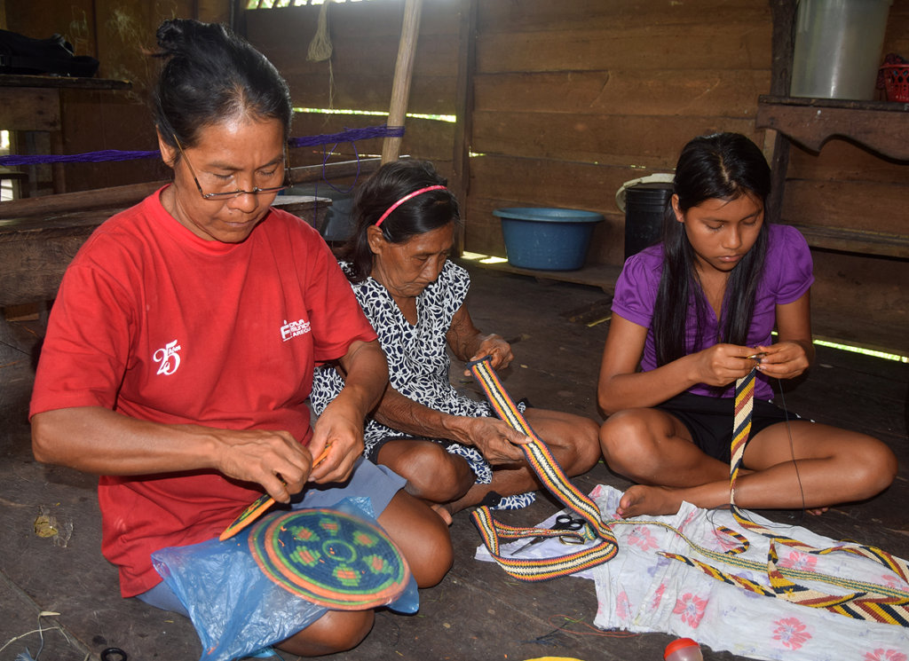Angelina, her mother and daughter weaving together