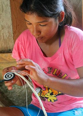Artisan starting woven hotpad. Photo: Davila/CACE