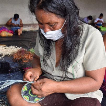 Brillo Nuevo artisan weaving chambira hotpad