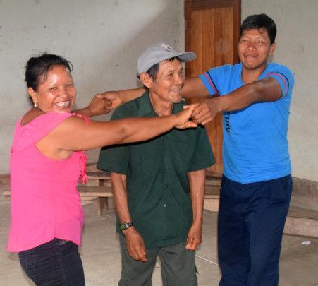 """Berta and others play """"Armadillos & Holes"""" at AVP"""