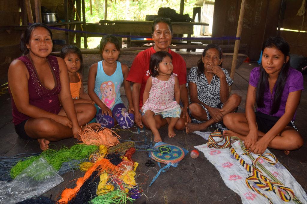 Bora artisan family from Brillo Nuevo