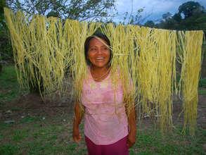 Artisan drying chambira fiber. Plowden/CACE