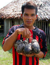 Artisan with calabash ornaments.Plowden/CACE photo