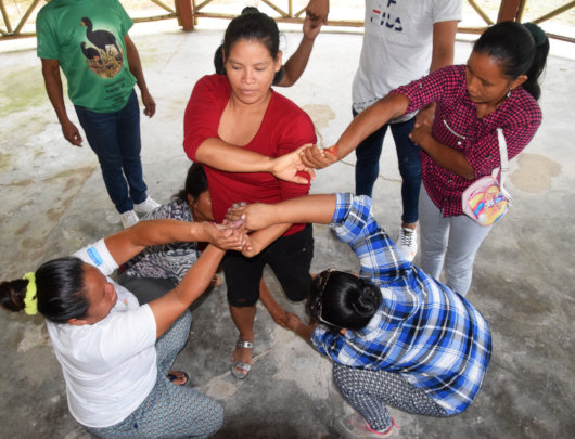 """Human knot """"light and lively"""" in AVP workshop"""
