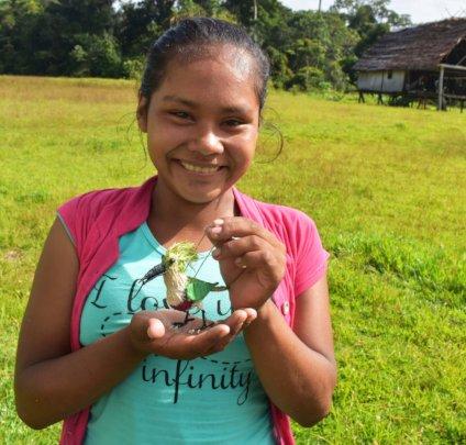 Maijuna artisan from Nueva Vida with kingfisher
