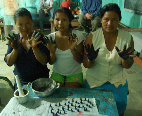 Bora women from Brillo Nuevo and copal incense