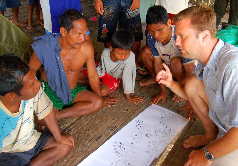 Michael Gilmore examining Maijuna resource map