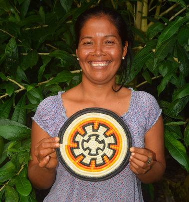 Artisan with sun wheel hotpad. Photo:Davila/CACE