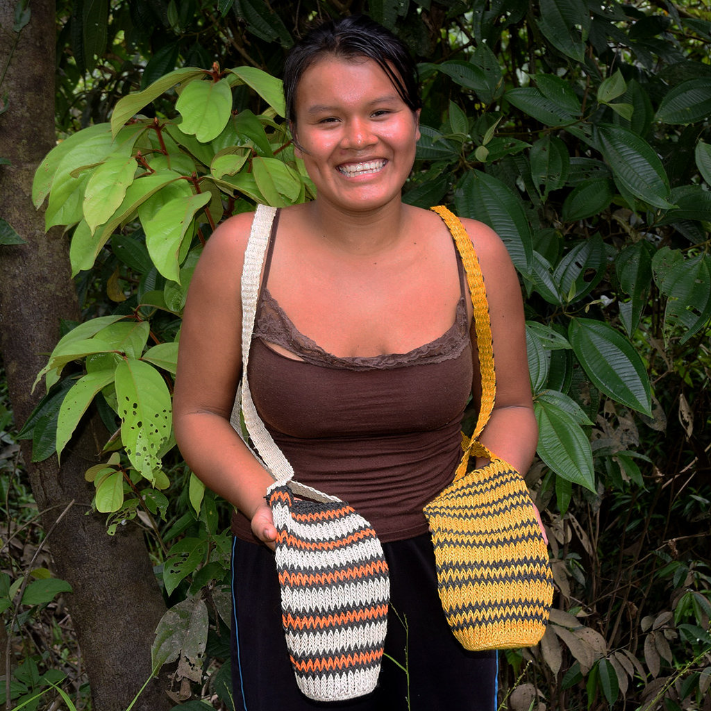 Nuevo Peru artisan with two bottle carrier models