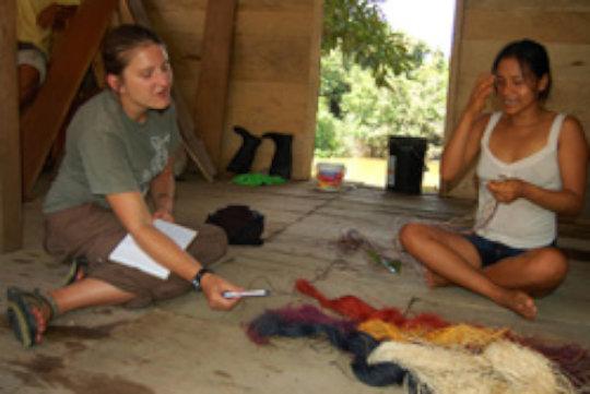 Natalya chatting with Bora artisan at Brillo Nuevo