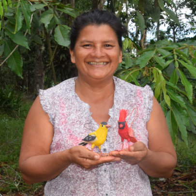 Paquita - artisan from Amazonas with woven birds
