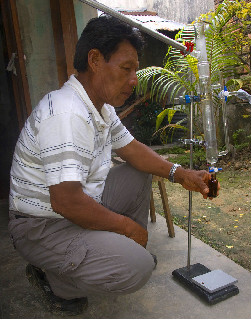 Shebaco collecting copal oil from distilled resin
