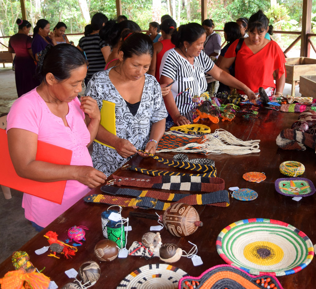 Artisan craft sharing fair: woven guitar straps