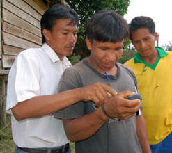 Bora natives learning to use GPS to map trees