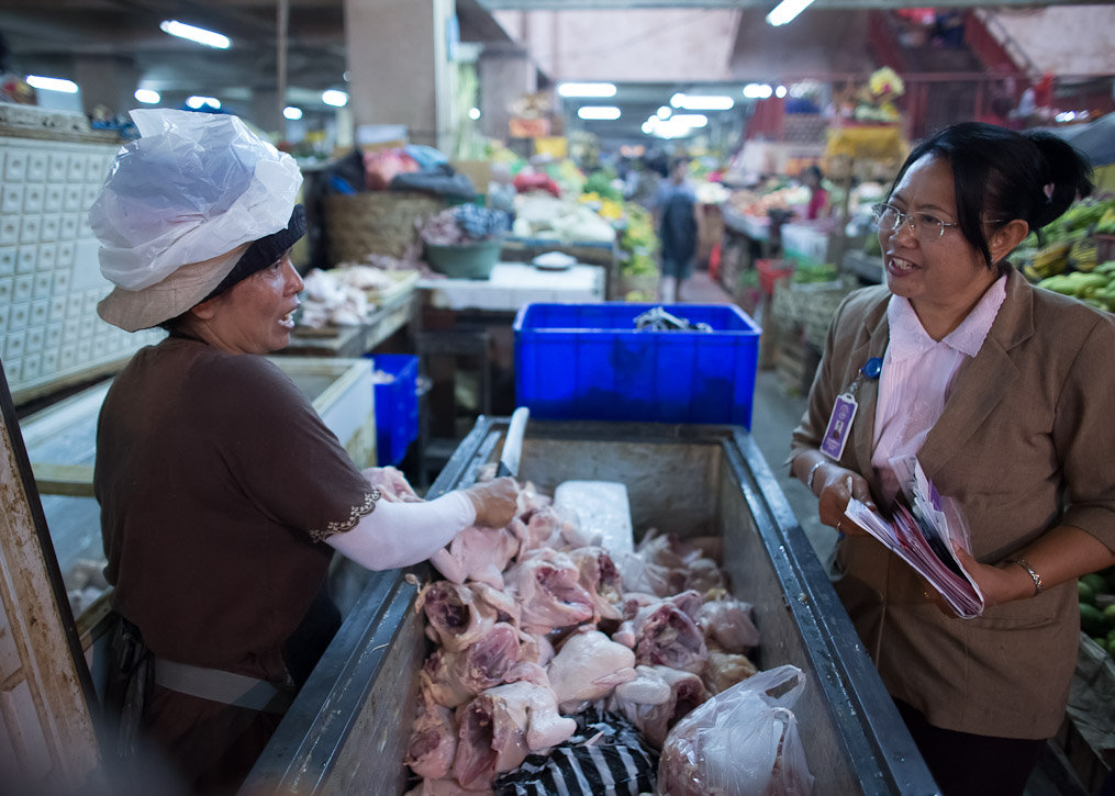 YRS Outreach Worker speaks with a market vendor