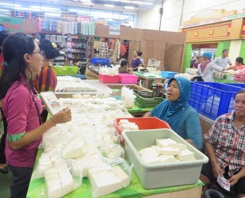 Outreach activities at Tiara Grosir