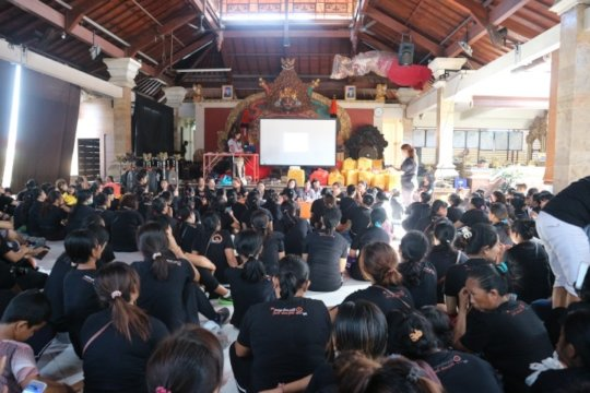 YRS speaker on Dangin Peken women community