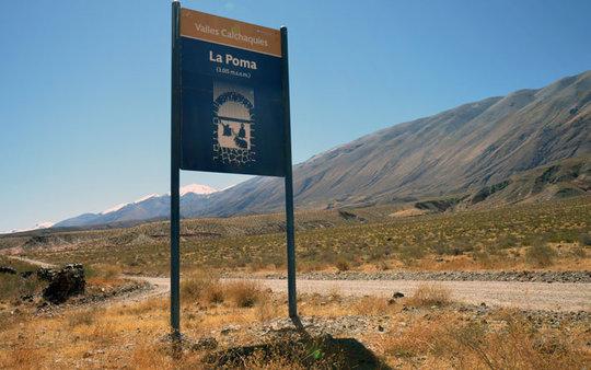 La Poma Sign for Tourists