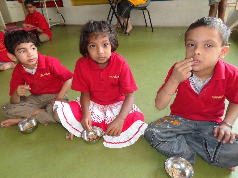 Meet-Hemali & Abhi taking diet supplement
