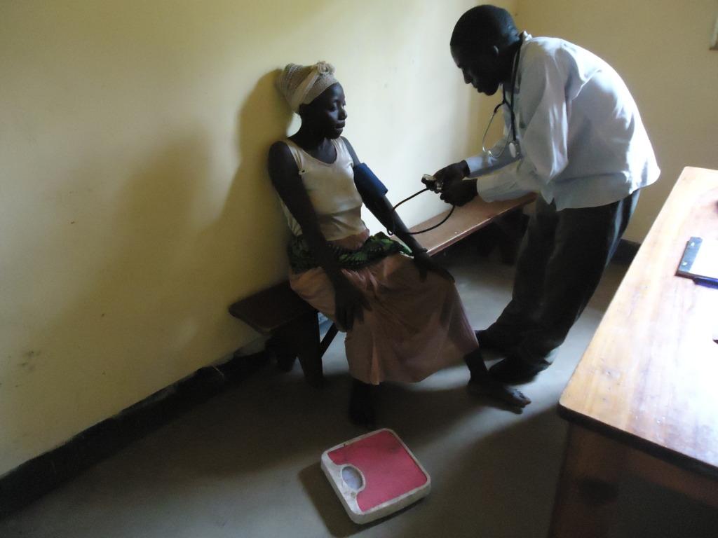 Apetient  cheking her blood presure