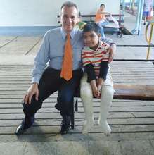 Dr. Mario Sequeira Somoza with a patient he casted