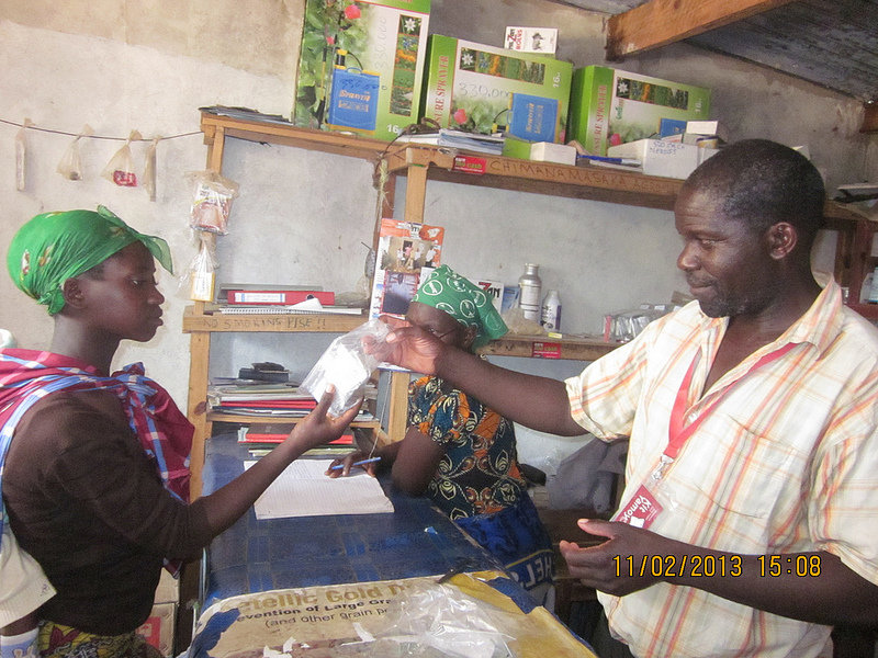 Alfred sells a Kit Yamoyo to a local mother