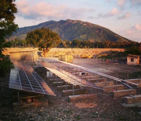 The Les Anglais solar array