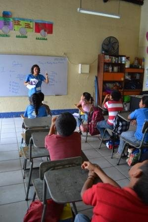 Volunteer teaching English class