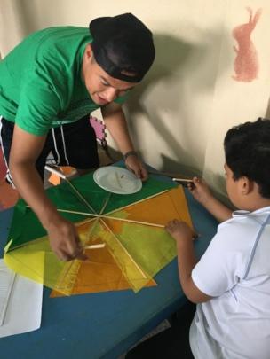 Making rice paper kites