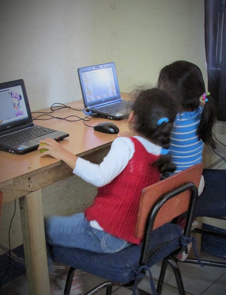 Second graders in computer class
