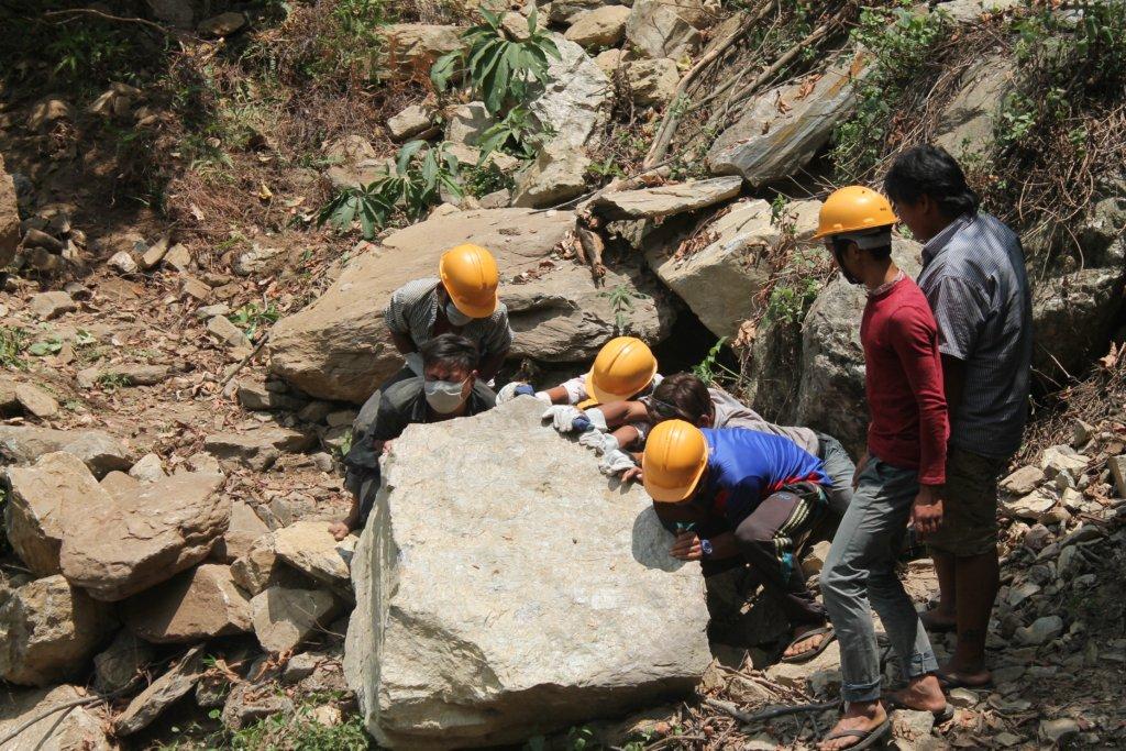 HHC volunteers clear landslides along trails