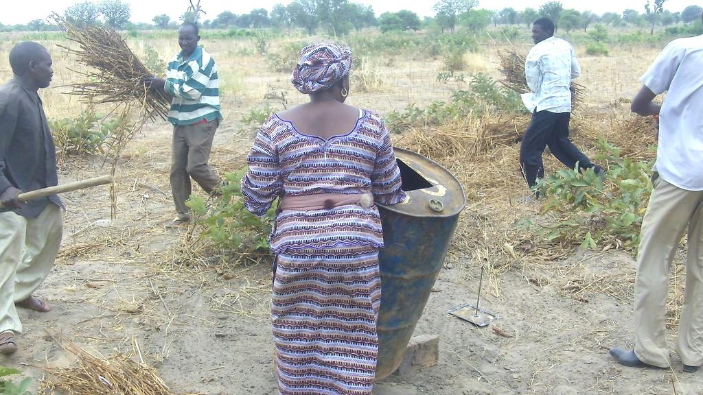 Preparing biomass (sesame straw) for pyrolysis