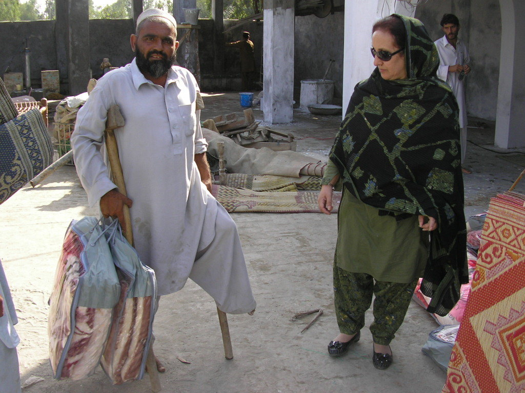 Families receiving blankets and floor coverings