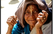 Warm blankets for 500 destitute widows in India