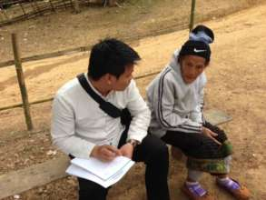 Ton talks to Kmhmu storyteller Meh Thao Deng