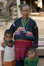 Lamet woman with children