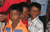 To send  school 1000 poor slum children  in India