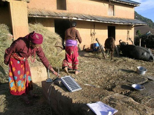 Housewife charging solar tuki