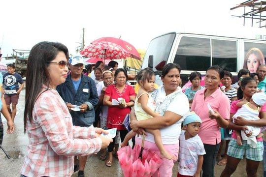 Assisting Bopha survivors in Jade Valley,  Davao