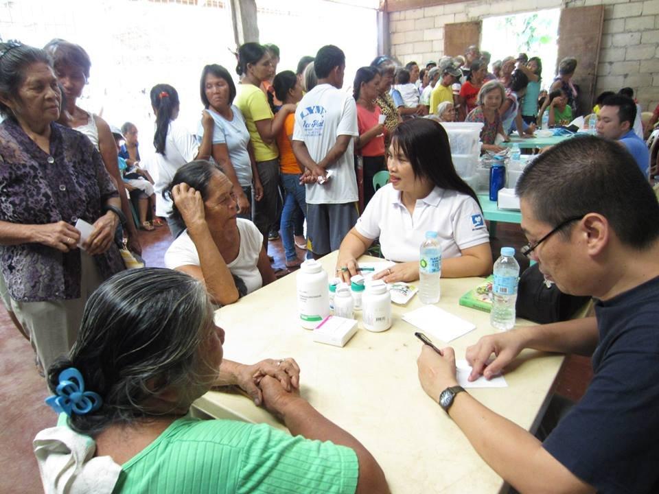 IPI Fdtn distributes AAI meds to flood victims