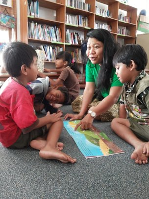 Learning reading with friends