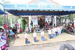Dayak dancing performances in Creativity Day