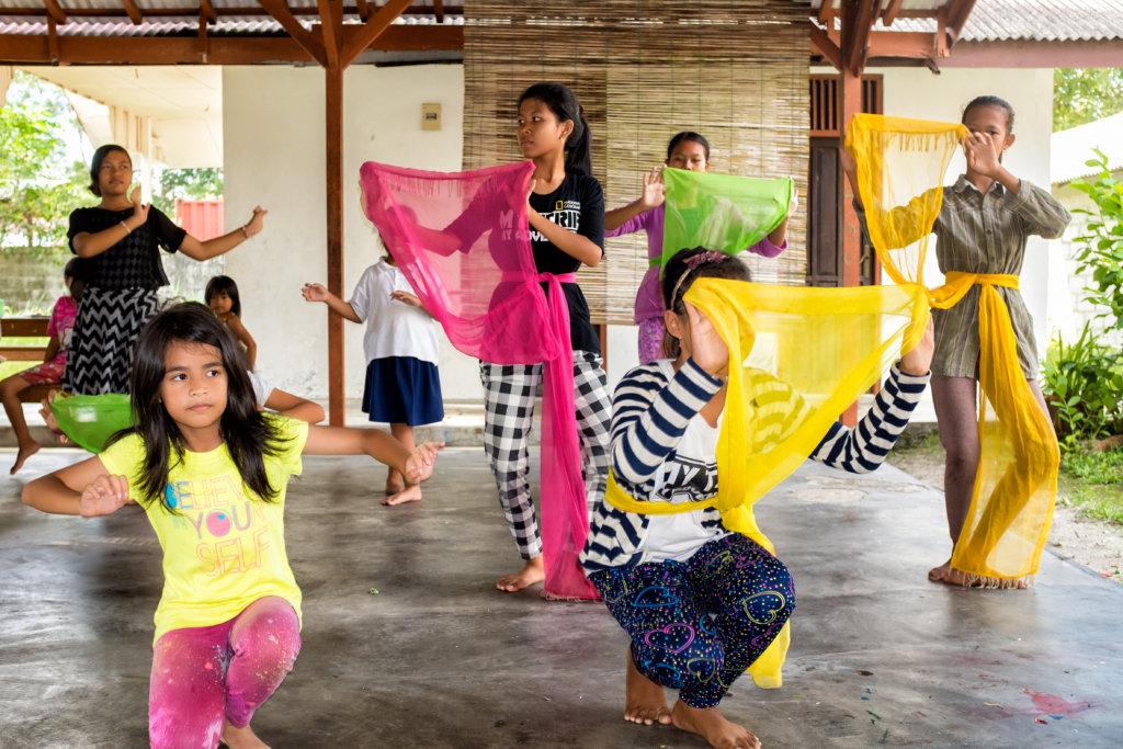 The children practising the Kahanjak Dance