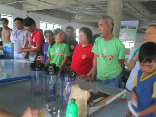 Buklod Tao member training on the solar purifier
