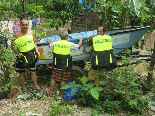 """The crew of the """"GlobalGiving"""" boat"""